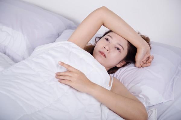 寝付きが悪い更年期女性