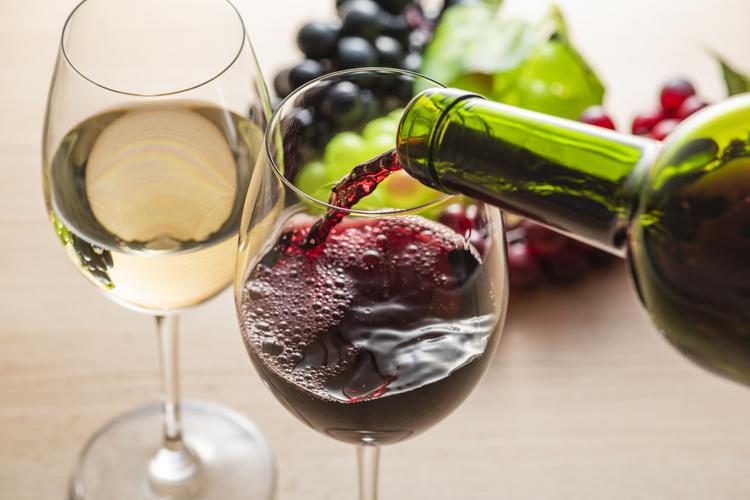 ポリフェノールが含まれる赤ワイン